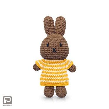 Just-Dutch Nina handmade en haar gele streepjesjurk en gele muts